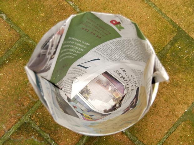 lixo com jornal 11