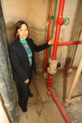 Maria Cristina é síndica de dois edifícios, e corre atrás de orçamentos para as reformas